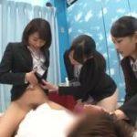 リクルートスーツ姿の初々しい美女3人に囲まれ逆レイプww【マジックミラー号-MM号無料動画】