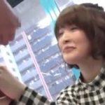 「ちょっと怖い・・・」ナンパした素人美少女がおそるおそるペニスをさわるww【マジックミラー号-MM号無料動画】