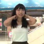 清楚そうな美少女がカメラの前で挑発ポーズをしながら笑顔が可愛いwwww【マジックミラー号-MM号無料動画】
