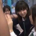 女子学生の集団にえっちなフェラチオしてもらって快感www【マジックミラー号-MM号無料動画】